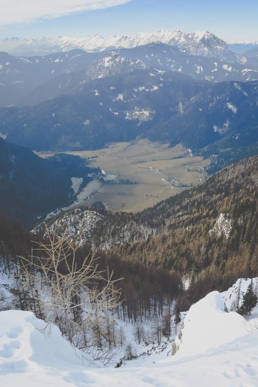 Planšarsko jezero at the bottom with no snow